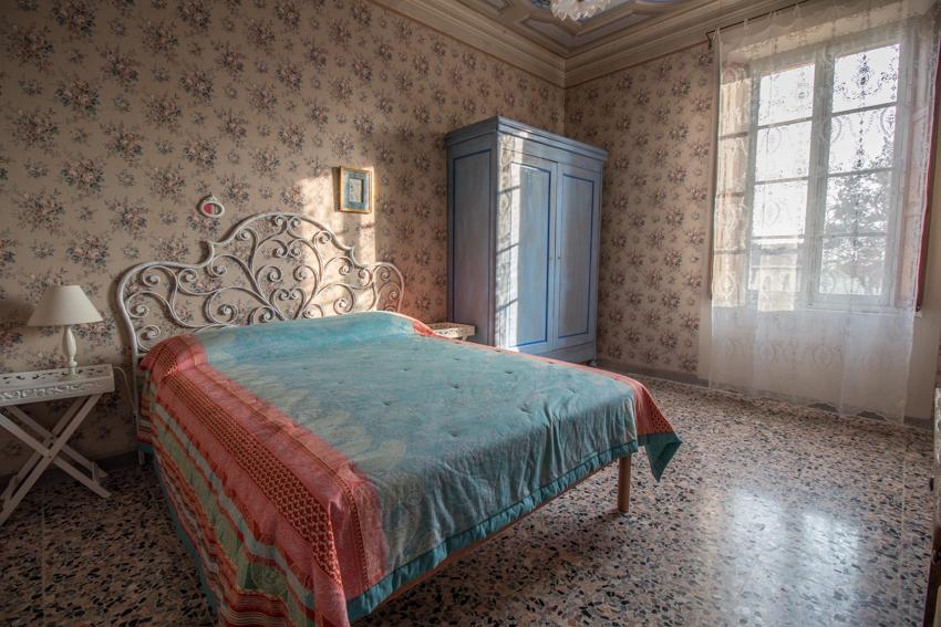CAMERA BELLINI - La camera Bellini è caratterizzata da un soffitto decorato a motivi di uccelli. Da questo il richiamo al maestro del bel canto italiano.