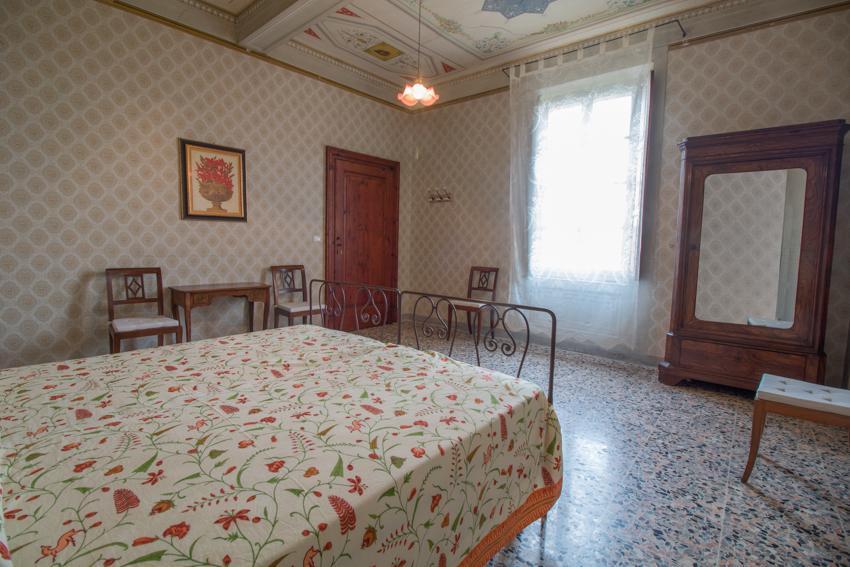 CAMERA VERDI - La camera Verdi è dedicata al musicista di Busseto, dove la famiglia Pallavicino aveva molti possedimenti, tra i quali la casa natale di Giuseppe Verdi.